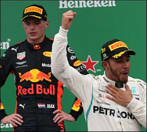 Lewis Hamilton triunfa em Interlagos