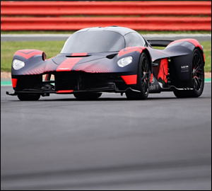 Aston Martin reequaciona Valkyrie em Le Mans