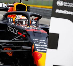 Max Verstappen assegura triunfo em Imola